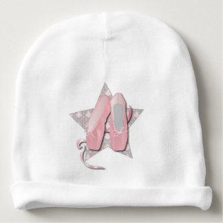 Pointes chausse le casquette de bébé bonnet de bébé
