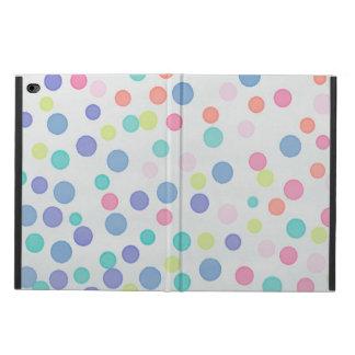 Points multicolores de confettis sur le gris léger