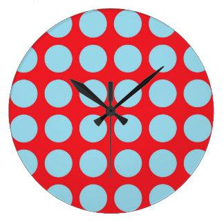 Pois bleu en pastel rouge grande horloge ronde