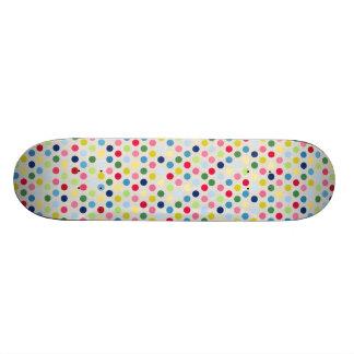 Pois d'arc-en-ciel plateaux de skateboards customisés