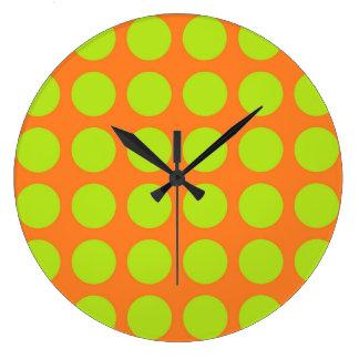 Pois de vert de chaux orange grande horloge ronde