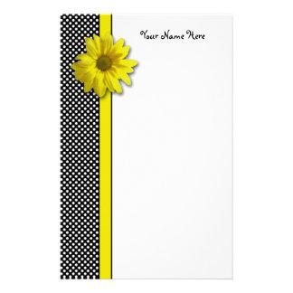 Pois noir et blanc de marguerite jaune papier à lettre personnalisé