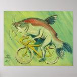 Poisson-chat sur une bicyclette posters