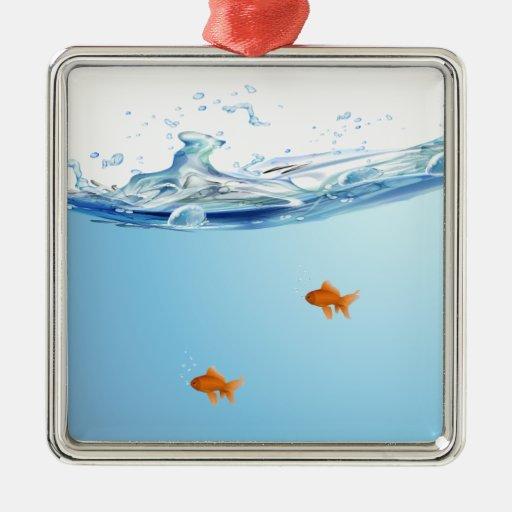 Poisson rouge sous l 39 aquarium de l 39 eau ornement carr for Poisson rouge immobile fond aquarium