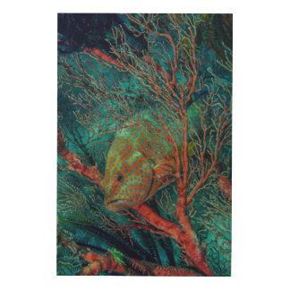 Poissons se cachant dans la fan de mer décoration murale sur bois