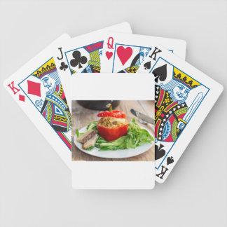 Poivrons bourrés Baked avec de la sauce et le Cartes Bicycle Poker