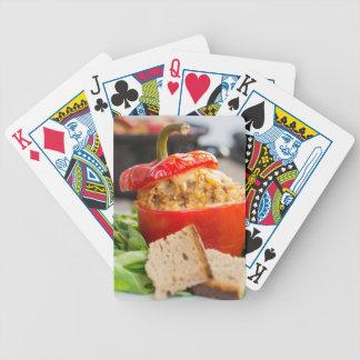 Poivrons bourrés Baked avec de la sauce et le Jeux De 52 Cartes