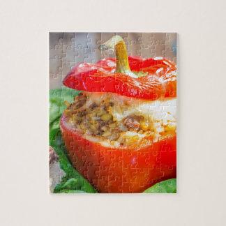 Poivrons bourrés Baked avec de la sauce et le Puzzle Avec Photo