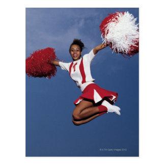 Pom-pom girl dans l'entre le ciel et la terre carte postale