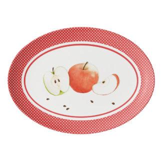Pommes et plateau de coupé de porcelaine de pois