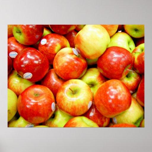 Pommes rouges brillantes posters