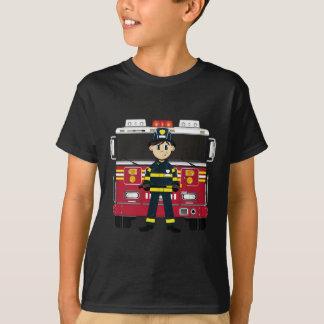 Pompier avec la pièce en t de pompe à incendie t-shirt