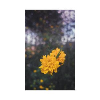 Pompom en fleur jaune toile