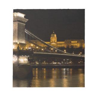 Pont à chaînes avec le château Hongrie Budapest de Blocs Notes