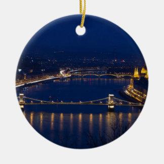 Pont à chaînes Hongrie Budapest la nuit Ornement Rond En Céramique