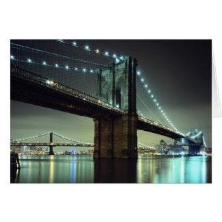 Pont de Brooklyn au pont de Manhattan de nuit Cartes