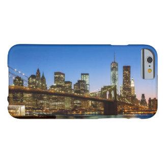 Pont de Manhattan et de Brooklyn au crépuscule Coque iPhone 6 Barely There