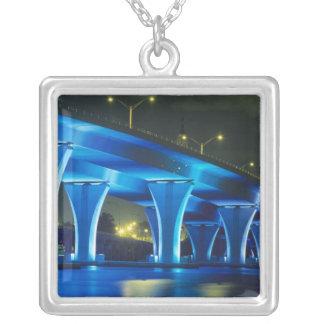 Pont de nuit au port de Miami, la Floride Pendentif Carré