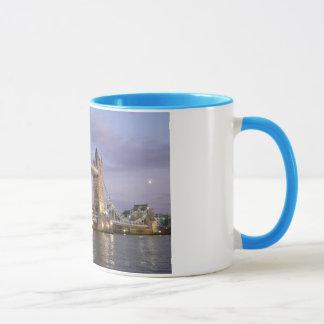 Pont de tour de tasse de café de Londres