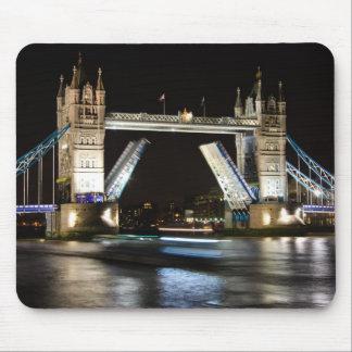 Pont de tour la nuit tapis de souris