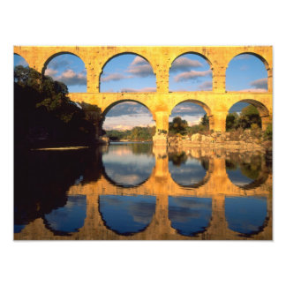Pont du le Gard, rivière de Gardon, le Gard, Langu Photographes