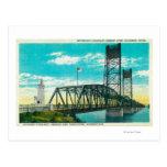 Pont en autoroute nationale au-dessus du fleuve carte postale