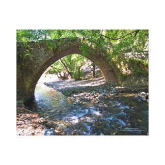 Pont médiéval de Kelefos dans la forêt de la Toiles