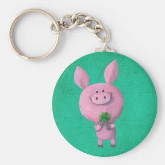 Porc chanceux avec le trèfle chanceux de quatre fe porte-clé rond