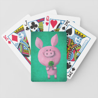 Porc chanceux avec le trèfle chanceux de quatre jeu de cartes