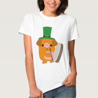 Porc de bande dessinée jouant la womanT-chemise de T-shirt