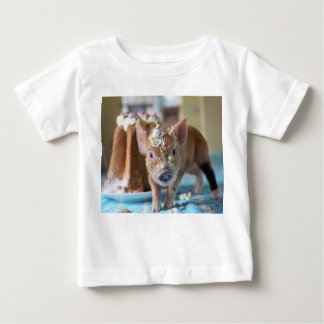 Porc drôle et le gâteau t-shirt pour bébé
