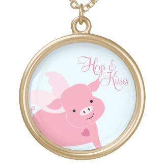 """Porc mignon de vol de """"porcs et de baisers"""" collier plaqué or"""