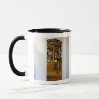 Porte à la bibliothèque à la maison mug