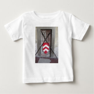 Porte barrée. Lances et bouclier croisés médiévaux T-shirt Pour Bébé