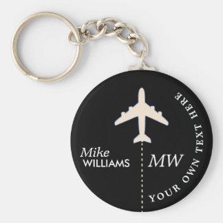 Porte-clés avion blanc sur le porte - clé noir avec le nom