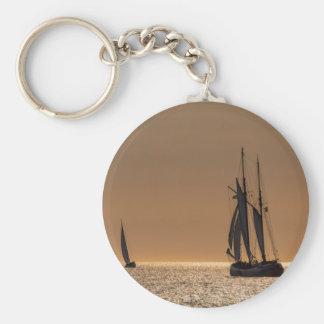 Porte-clés Bateaux à voile sur le rivage de la mer baltique