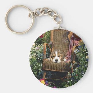 Porte-clés Beagle dans le porte - clé de chaise de jardin