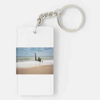 Porte-clés Brise-lames sur le rivage de la mer baltique