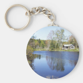Porte-clés Cabine rustique sur la fuite de l'eau