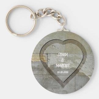 Porte-clés Date de mariage rustique de coeur de mur en pierre