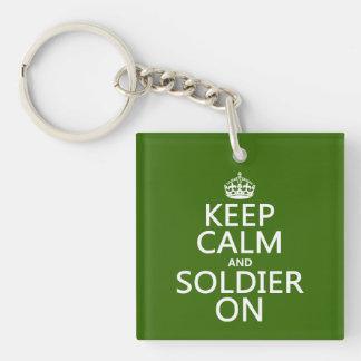 Porte-clés Gardez le calme et le soldat sur (toute couleur