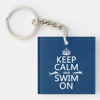 Porte-clés Gardez le calme et nagez sur (dans toute couleur)