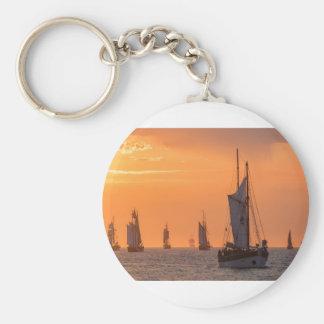 Porte-clés Grand voilier marchand dans la lumière de coucher