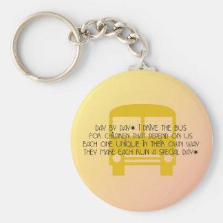 Porte-clés Le chauffeur de bus jaunissent jour après jour