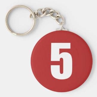 Porte-clés Numéro 5 dans le blanc sur le porte - clé de