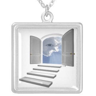 Porte ouverte sur un oeil mystique pendentif carré