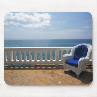 Porto Rico. Chaise en osier et terrasse carrelée à Tapis De Souris