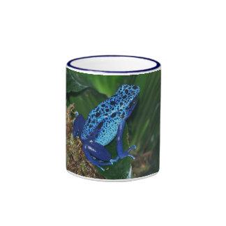 Portrait bleu de grenouille de flèche de poison mug ringer