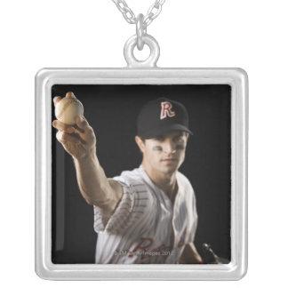 Portrait de base-ball de lancement de broc pendentif carré