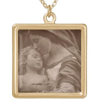 Portrait de mère et d'enfant (photo de sépia) collier